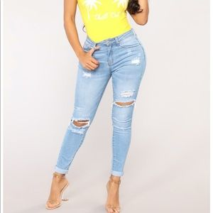 FASHION NOVA JOHANNA DISTRESSED LIGHT SKINNY JEAN